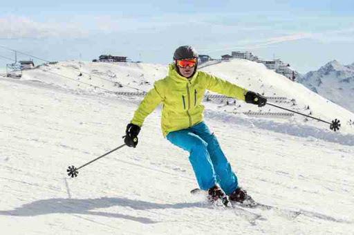 Pirma kelionė į kalnus slidinėti – ko nepamiršti?