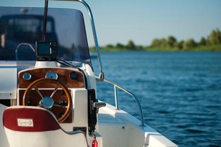 Malibų laivas nuomai – puikus pasirinkimas gimimo dienos proga