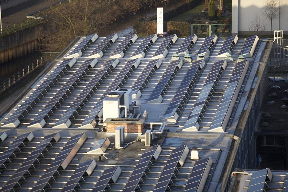 Nutolusios saulės elektrinės: kiek kainuotų?
